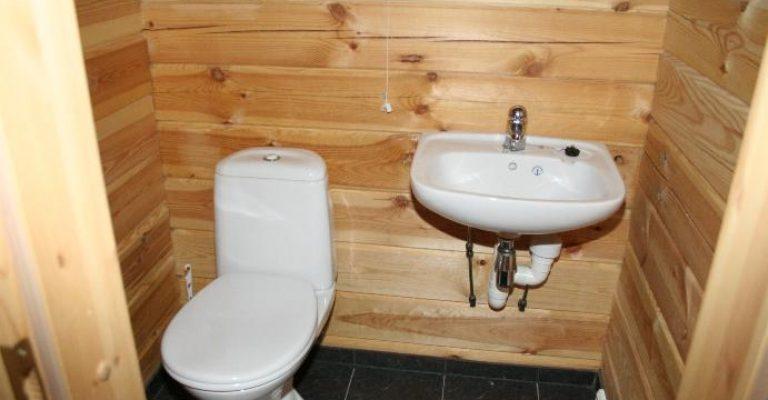 101-07-Ekstra-toilett-oppe
