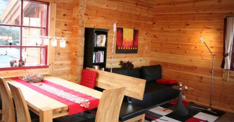 905-03-Spisebord-og-tv-sofa